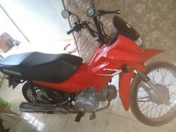 Vende-se essa moto , bem conservada semi nova . Whats 94992971196 - 94991556130 - 2015