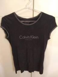 fc4aa1cfe5 Blusa Calvin Klein. Preço negociável