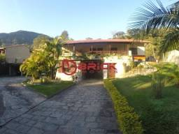 Linda casa com 1780 m² de terreno e 4 quartos no Comary.