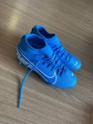 Chuteira Nike Mercurial (Numeração 36)
