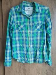 Título do anúncio: Camisa xadrez de marca verde e azul P Taco