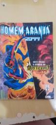 Revistas em quadrinhos do Homem Aranha 2099, do ano de 1993