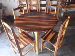 Mesas e cadeiras de madeira a partir de R$ 350
