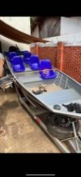 Título do anúncio: Barco 6mt semi chato com motor de poupa 20hp