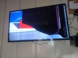 Título do anúncio: Vendo tv pra retirar pecas. So a tela quebrada o restande funciona normal