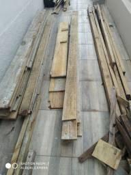Tábuas e vigas de madeira