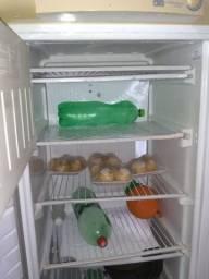 Vendo freezer muito bem conservada 700 reais