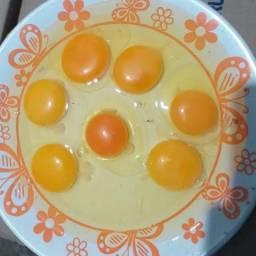 Distribuo galinha caipira e ovos para revenda