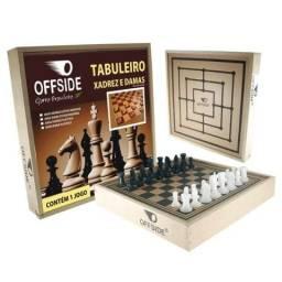 Jogo Xadrez no Estojo de Madeira
