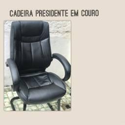 Cadeira de Escritório Presidente em Couro Fixa (seminova)