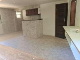 Título do anúncio: Casa 02 quartos com garagem / Castelo - Corrêas R6