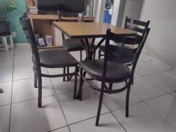 Mesa e Cadeiras Subway