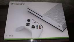 Xbox One S 1 TB - 3 meses de uso