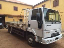 Caminhão Ford Cargo 712 - Ano 2011 / 2012 - 2011