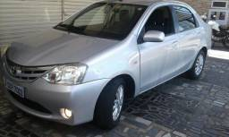 Etios sedan 1.5 xls o mais novo de Aracaju com 5 pneus novos - 2013