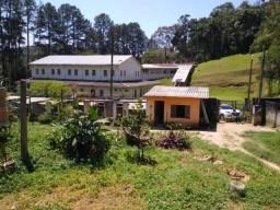Chácara a venda com 2 casas simples em Parelheiros