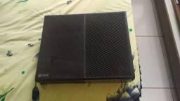 Xbox one em ótimo estado de uso.