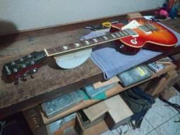 Vendo Guitarra Epiphone Les Paul Standard + amplificador meteoro Atomic Drive