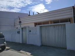 Casa em avenida movimentada para comércio ou moradia