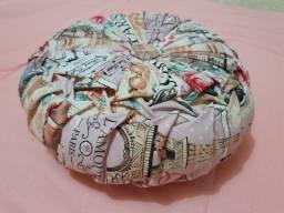 Almofada redonda confeccionada a mão, enchimento fibra de silicone