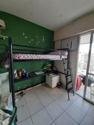 Cama Tok Stok beliche com escrivaninha embaixo
