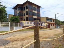 Um prédio completo com 3 residências de frente para o mar em Praia Grande
