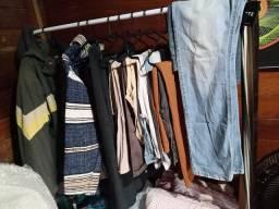 Arara de roupas grande mais 2 cabideiros