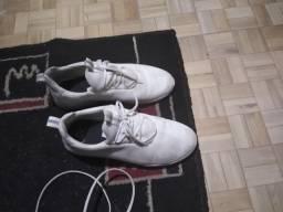 Tenis branco seminovo