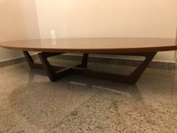 Mesa de centro de madeira oval