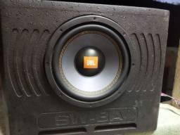 Subwoofer amplificado JBL automotivo