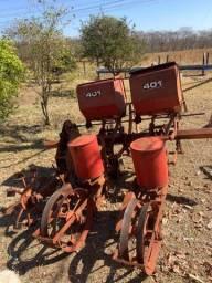 Título do anúncio: Implementos Agrícolas Plantadeira