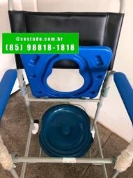 A cadeira de rodas higiênica D50 serve para banho e movimentação interna. *