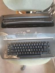 Vendo máquina de escrever antiga ibm