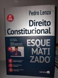 Livro de Direito Constitucional.