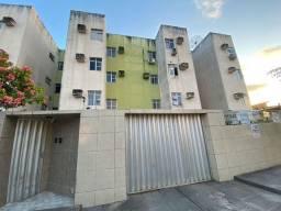 Apartamento com 3 dormitórios para alugar, 70 m² por R$ 900,00/mês - Cordeiro - Recife/PE