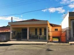 Casa perto do centro de Socorro-SP
