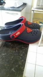 Crocs do super men.numero 34