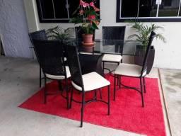Garanta a sua mesa de jantar com 6 cadeiras