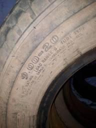 Vendo pneus 900/20 câmera e protetor completo