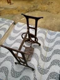 Vendo pé de máquina de costura para decoração