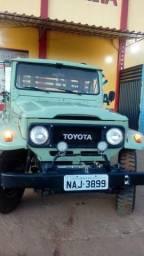Vende-se uma Toyota bandeirante - 1987