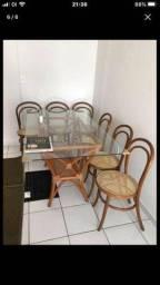 MOTIVO VIAGEM: UMA mesa e seis cadeiras