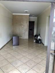 Vende-se Apartamento no Ed. Domus com 3 quartos