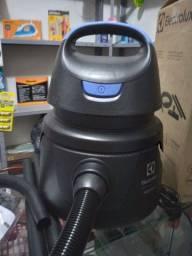 Título do anúncio: Aspirador de pó e líquido Electrolux. 300 reais