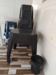 Kit mesas e cadeiras esptinho
