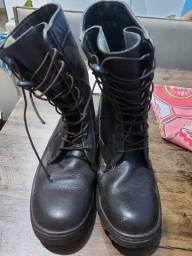 Boot militar no tamanho 42