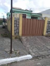 Casa com Excelente localização, frente a praça a 100 mts da beira-rio