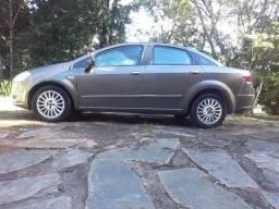 Oportunidade vendo Linea 2009 em excelente estado,carro todo revisado,4 Pneus novos