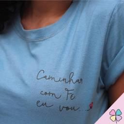 """T-Shirt """"Caminhar com fé eu vou"""""""