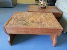 Mesa em maedeira com pedra